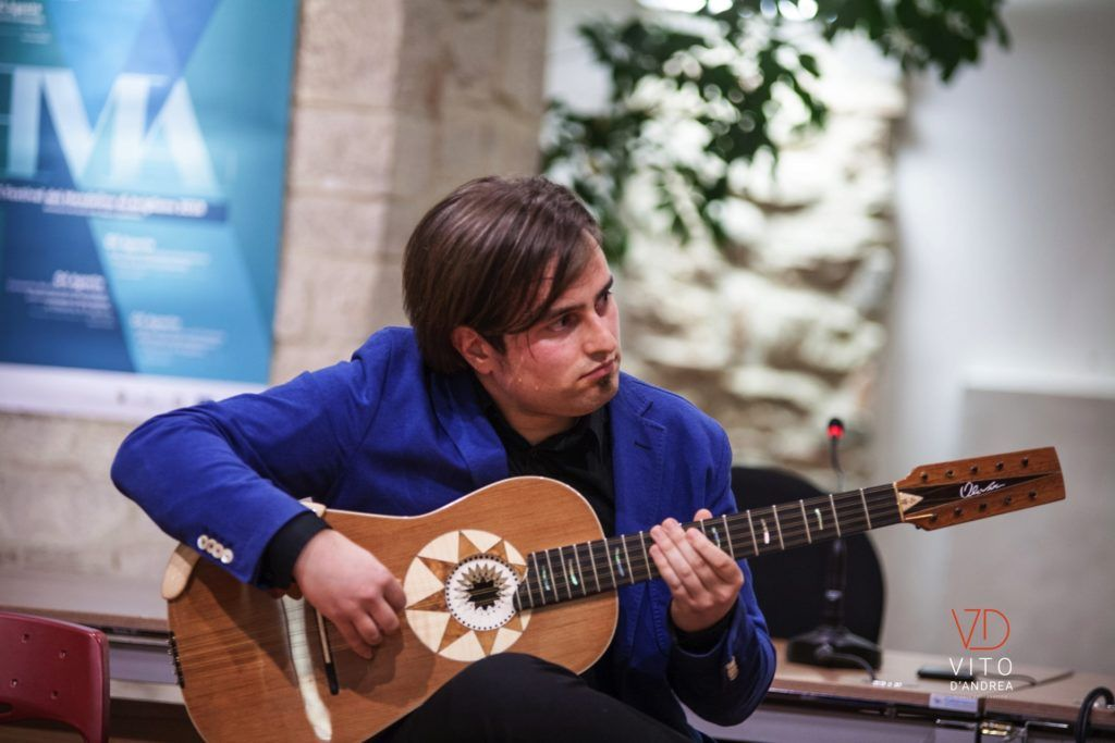 Scopri tutti i miei Videoclip musicali sulla chitarra classica e chitarra battente e prova a rivivere i miei concerti di chitarra in vivo