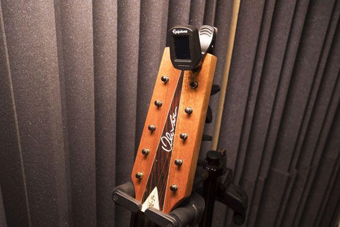 Accordatore a clip per chitarra battente a cinque cori
