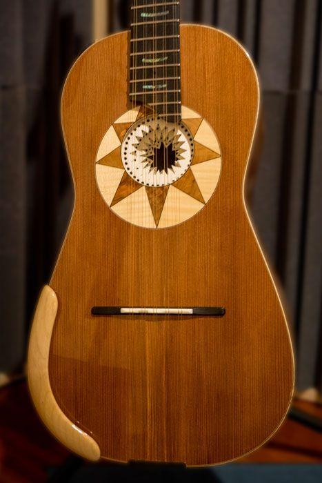 La forma ad otto della chitarra battente