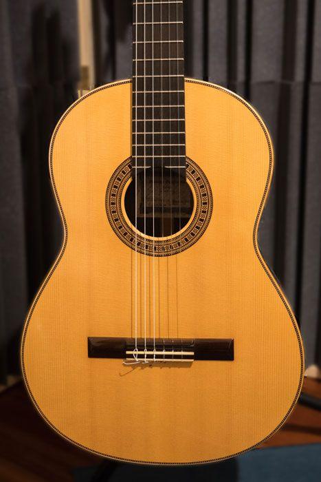 La forma ad otto della chitarra classica