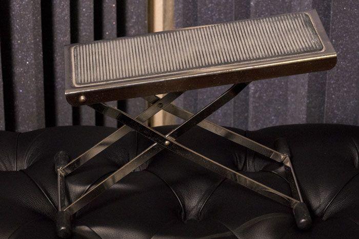 Il poggiapiede utilizzato per suonare la Chitarra Classica