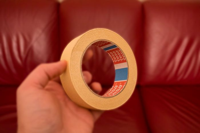 Nastro di carta per mascheratura (carta gommata) utile per il cambio delle corde alla chitarra battente
