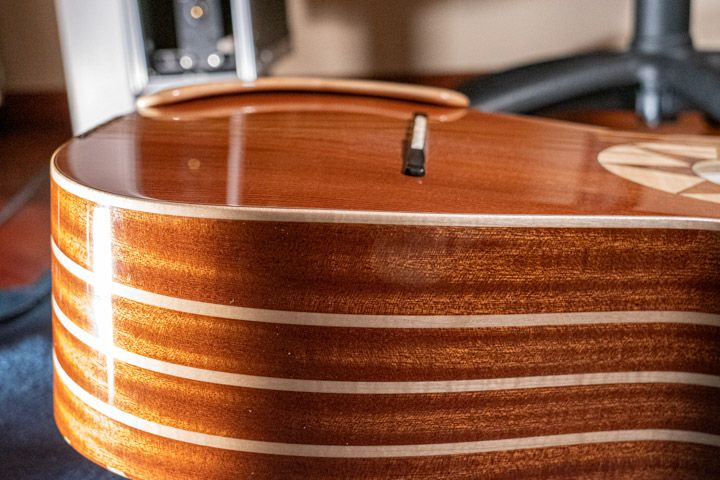 La bombatura del piano armonico della chitarra battente Oliver costruita da Sergio Pugliesi della Oliver Guitar Lab di Scilla