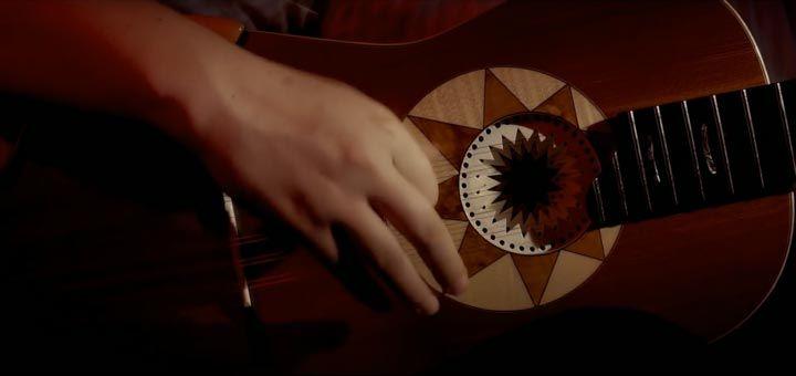 Videoclip di Alla Festa della Taranta di Eugenio Bennato arrangiato per chitarra battente da Marcello De Carolis e con le coreografie di Lucia e Sofia Romano