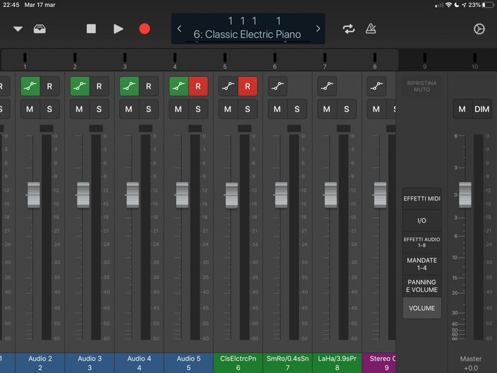Il mixer di logic remote che si interfaccia con Logic Pro sul mac