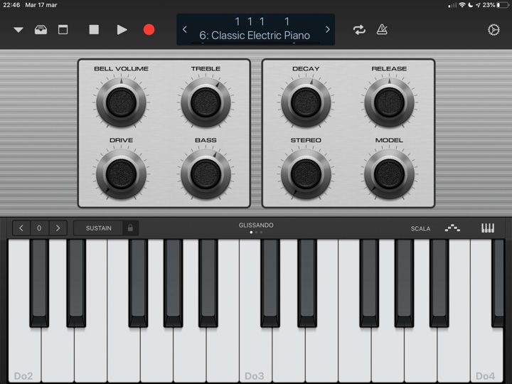 Tastiera in logic remote che si interfaccia con Logic Pro sul mac