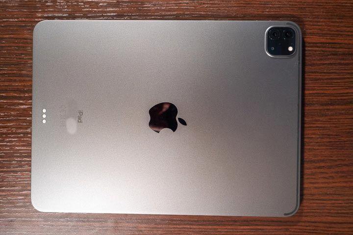 Retro di iPad Pro 2020 con le due fotocamere posteriori e il sensore lidar