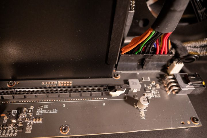 Pulsante da premere del razer core x per inserire scheda grafica