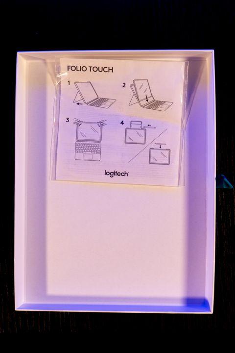 interno della Scatola della folio touch di Logitech