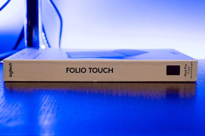 lato della scatola della folio touch di Logitech