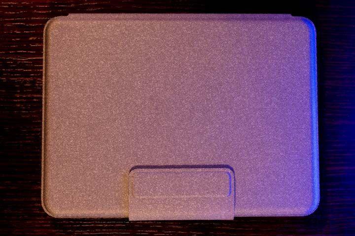 parte superiore dela tastiera con trackpad di logitech