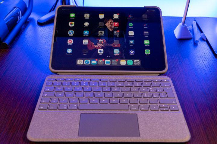 posizione stesa della tastiera e trackpad per ipad pro da 11 pollici