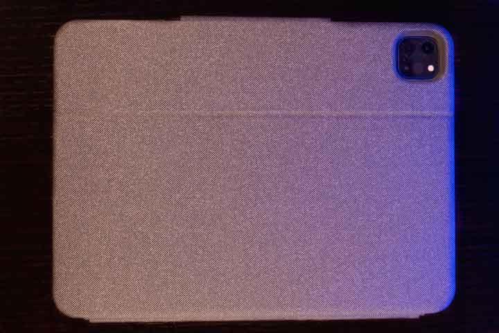 retro della tastiera con trackpad di logitech