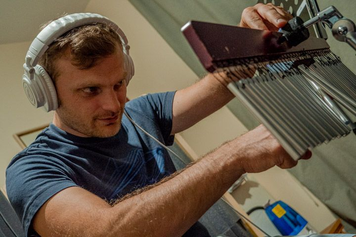 Luciano Brancati durante la registrazione delle percussioni di Tico Tico