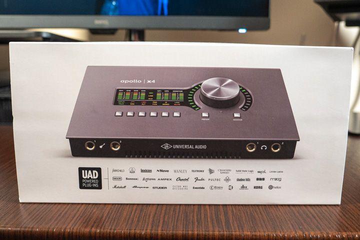 Lato anteriore della scatola della Apollo x4 di Universal Audio