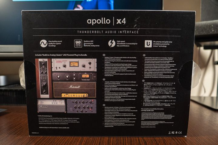 Il lato inferiore della scatola della Apollo x4 di Universal Audio