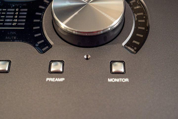 Tasti dei Preamp e dei monitor della apollo x4