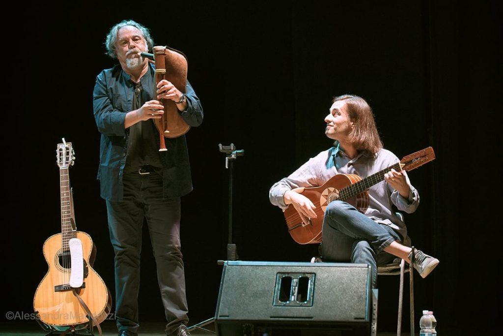 Zampogna e chitarra battente Raffaello Simeoni e Marcello De Carolis in concerto a San Benedetto del Tronto