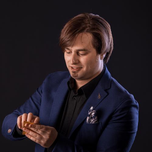 Marcello De Carolis musicista lucano specializzato in chitarra battente e chitarra classica